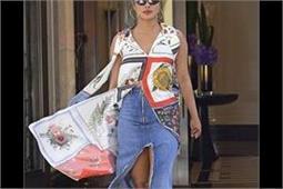Hot Trend: शर्ट स्टाइल कुर्ती के साथ डैनिम स्कर्ट ट्राई करने के लिए प्रियंका से लें टिप्स