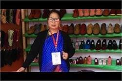 Women Empower: खेतो में काम करते-करते खोल ली शूज कंपनी, विदेशों में भी मशहूर है इनका ब्रांड