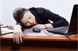 अगर आप भी ऑफिस में काम करते-करते सो जाते हैं तो अपनाएं ये टिप्स