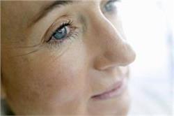 बॉटेक्स सर्जरी को कहें न, अडे और विटामिन ई से दूर करें आंखों के आसपास पड़ी झुर्रियां