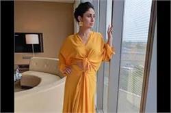 इवेंट में करीना ने पहनी येलो ड्रैस, दिखा Glamorous Look