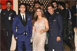 आकाश-श्लोका की इंगेजमेंट पार्टी में किंग खान ने किया ग्रुप डांस, देखें वीडियो