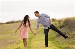 शादीशुदा लाइफ से गायब हो चुके रोमांस को यूं लाएं वापिस