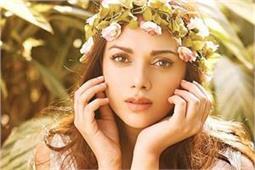 स्किन और बालों की खूबसूरती के लिए अदिति फॉलो करती हैं ये Beauty Secrets