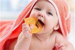 बच्चे के निकल रहे हैं दांत तो उनके दर्द को कम करेंगे ये 4 उपाय