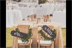 Wedding Decor: यहां से लीजिए दूल्हा-दुल्हन के यूनिक Chair Signs आइडिया