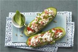 मेहमानों के लिए स्नैक्स में बनाएं Stuffed Cucumber