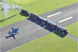 Weird Airport! यहां ट्रेन के उपर से गुजरता है प्लेन
