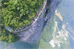 4,600 फीट की ऊंचाई पर बना है दुनिया का यह सबसे लंबा Glass Bridge