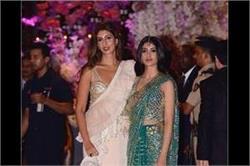 Ambani Function! श्वेता बच्चन की बेटी नव्या ने लूटी लाइमलाइट, पहनी यूनिक कलर की साड़ी