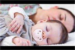 नवजात के लिए कितने घंटे की नींद है जरूरी और क्यों?