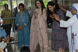 नीता और श्लोका ने दिव्यांग बच्चों के साथ बिताया समय