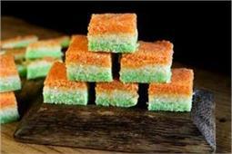 ऐसे बनाएं Coconut Tricolor Barfi