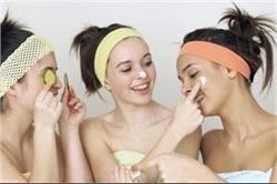 कैमिकल प्रॉडक्ट्स से नहीं, टीनएज लड़कियां नेचुरल तरीके से करें ब्यूटी केयर