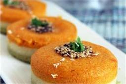 Independence Day: घर पर बनाकर खाएं और खिलाएं टेस्टी तिरंगा ढोकला
