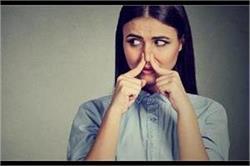 सीलन की गंध दूर करने के लिए करें कुछ खास टिप्स