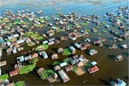 Amazing! झील पर बसे इस गांव में पानी पर तैरते हैं रेस्त्रां, घर और दुकानें