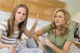 जाने-अनजाने कहीं आप भी तो नहीं सीखा रहे बच्चों को गलत आदतें?