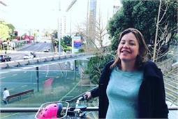 डिलीवरी के लिए साइकिल पर अस्पताल पहुंचीं न्यूजीलैंड की मंत्री