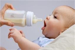 बच्चे को बोतल से दूध पीना क्यों नही पंसद जानिए 6 कारण
