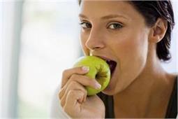 खाली पेट रोजाना खाएं 1 सेब और दूर रहेगी ये 10 प्रॉब्लम