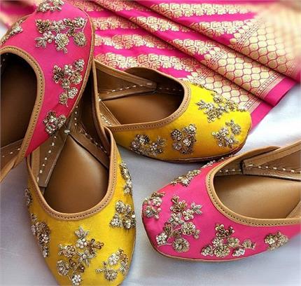 Desi Swag! जींस हो या ट्रैडीशनल ड्रेस, ट्राई करें मीना पंजाबी जूती