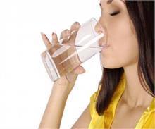 सेहत के लिए ज्यादा पानी पीना हो सकता है जानलेवा! (Pics)