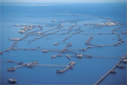 तेल के ऊपर बसा एक अनोखा शहर, लैंड ऑफ फायर भी कहते हैं जिसे( तस्वीरों...