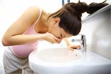 गर्भावस्था के दौरान हो रही हैं उल्टियां, तो अपनाएं ये उपाय...