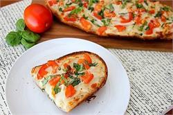घर पर ही बनाएं यमी ब्रेड पिज्जा (pics)