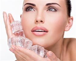 चेहरे पर बर्फ लगाने से होते हैं ये फायदे (pics)