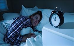 रात को नींद ना अाने के पीछे होते है ये कारण(pics)