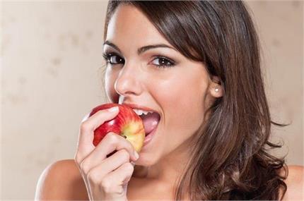 छिलके समेत खाएं सेब, मिलेंगे ये 6 फायदे