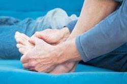 ठंडे और सुन्न पड़े पैरों को तुरंत ठीक करेंगे ये घरेलू उपाय
