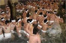 अनोखा त्योहारः गुडलक पाने के लिए एक साथ नग्न हो जाते हैं...