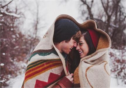 Winter Night को भी स्पेशल बना देंगे ये रोमांटिक डेटिंग टिप्स