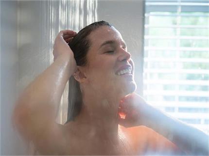 खतरनाक है गर्म पानी से स्नान, हो सकती है ये 8 समस्याएं