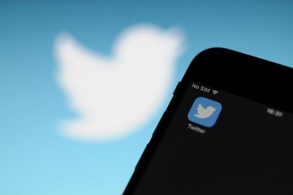 इस कारण बंद हुए Twitter के एक दर्जन अकाउंट