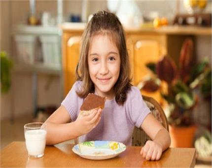 बच्चा खाने में करता है आनाकानी तो खिलाएं ये हैल्दी स्नैक्स!