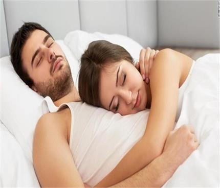 रोजाना शारीरिक संबंध बनाने से मिलते हैं ये 7 फायदे