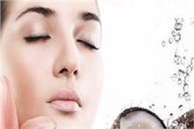 फ्रैश दिखने के लिए चेहरे पर करें नारियल पानी का इस्तेमाल