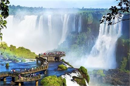 दो देशों के बीच में बंटा है हजारों मीटर लंबा ये Waterfall