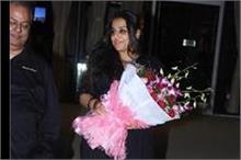 Vidya ने दिखाया ब्लैक के साथ बाउन का एेसा कॉम्बिनेशन, क्या...