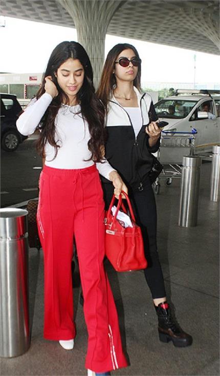 बाहों में बाहें डालकर एयरपोर्ट पहुंची ये Kapoor sisters, ड्रैसिंग लुक...