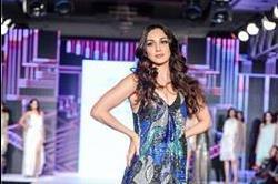 BT Fashion week: रैंप पर Kiara Advani ने दिखाई सेक्सी अदाएं