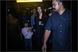 रैंप पर जलवे बिखरेने के बाद बेटी के साथ मुंबई वापिस लौटी एेश, देखें तस्वीरें