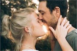 प्यार जताने का बेस्ट तरीका है Kiss, हर 'किस' का अलग मतलब