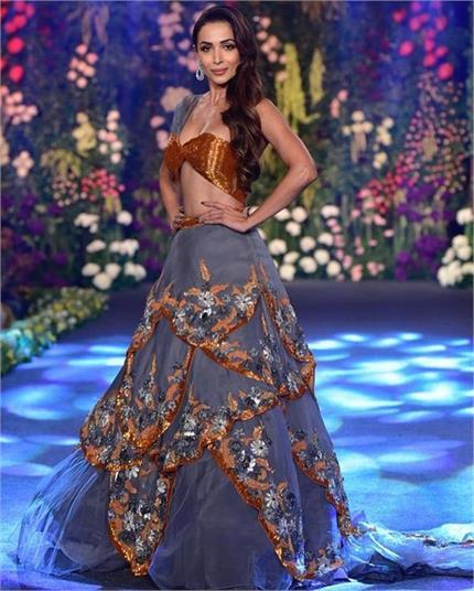 मॉडर्न ब्राइड बन रैंप पर उतरीं मलाइका, बिखेरा फैशन का जलवा