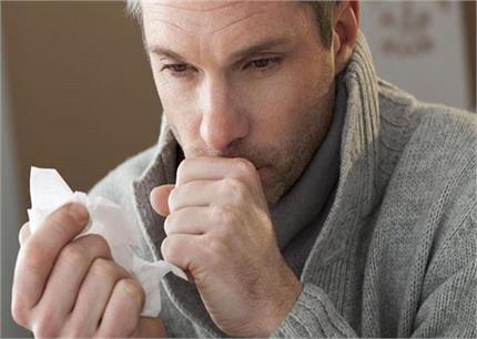 खांसते वक्त खून निकलना लंग कैंसर का है संकेत, जानें इसके अन्य लक्षण