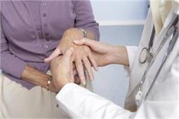 गठिए का पहला सकेंत है जोड़ों की सूजन, लहसुन-अखरोट रोकेंगे बीमारी का बढ़ना